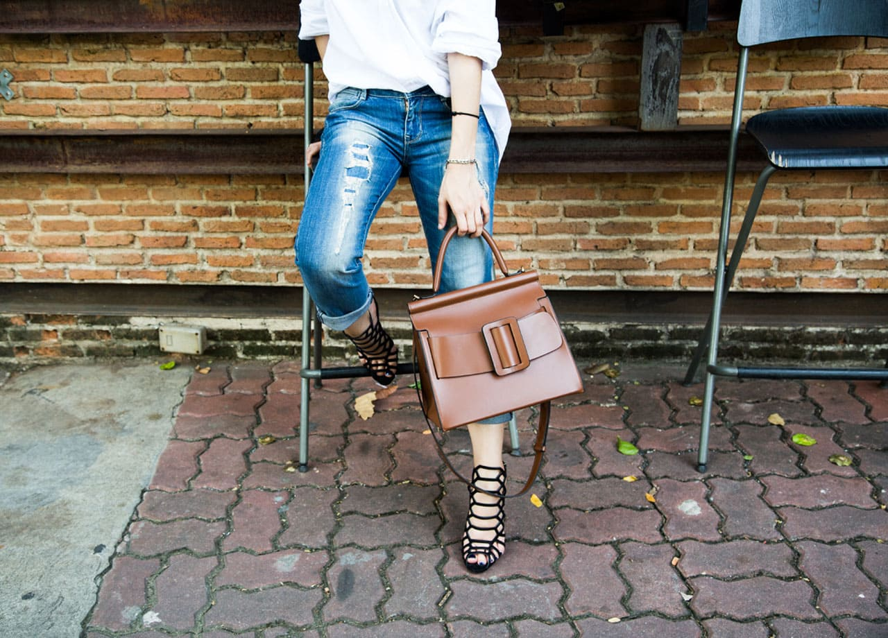 what to wear with a brown handbag