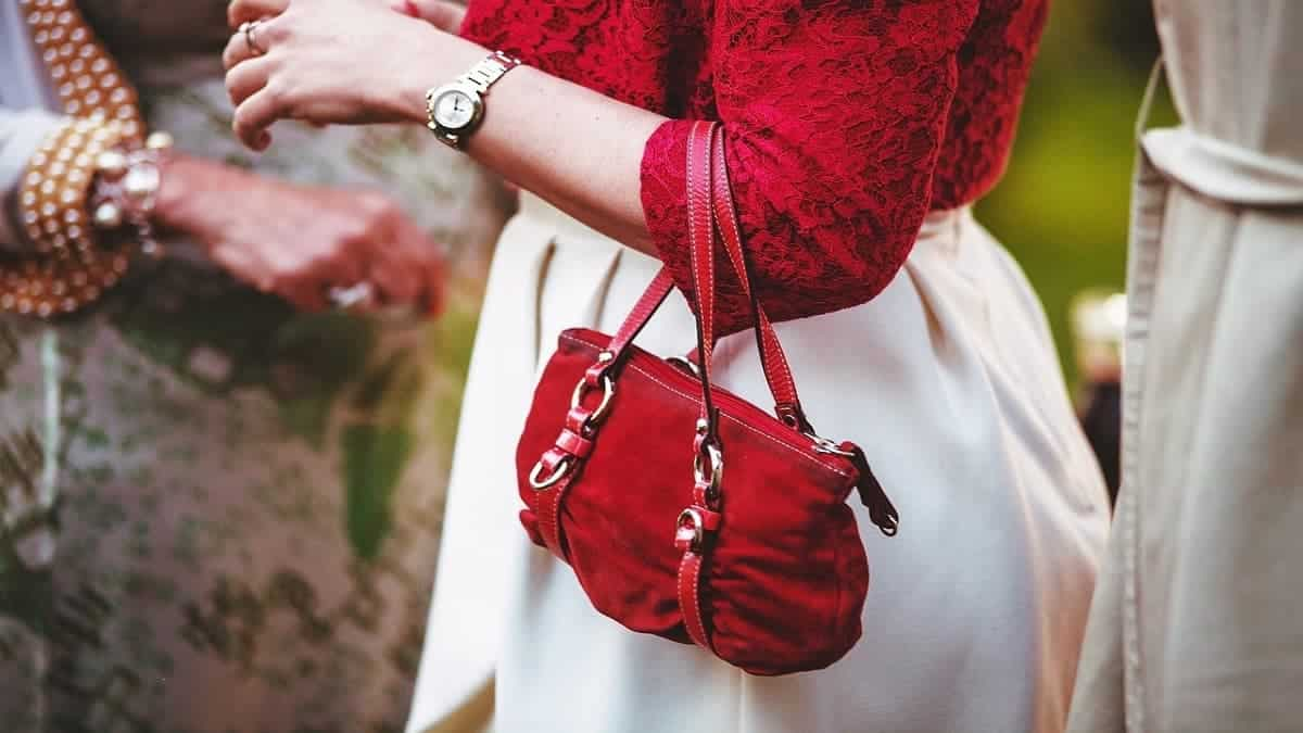 A small purse on a woman's arm