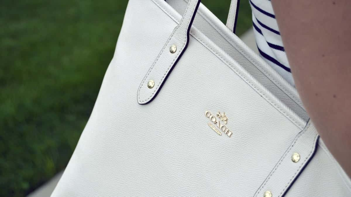 how to clean a white purse